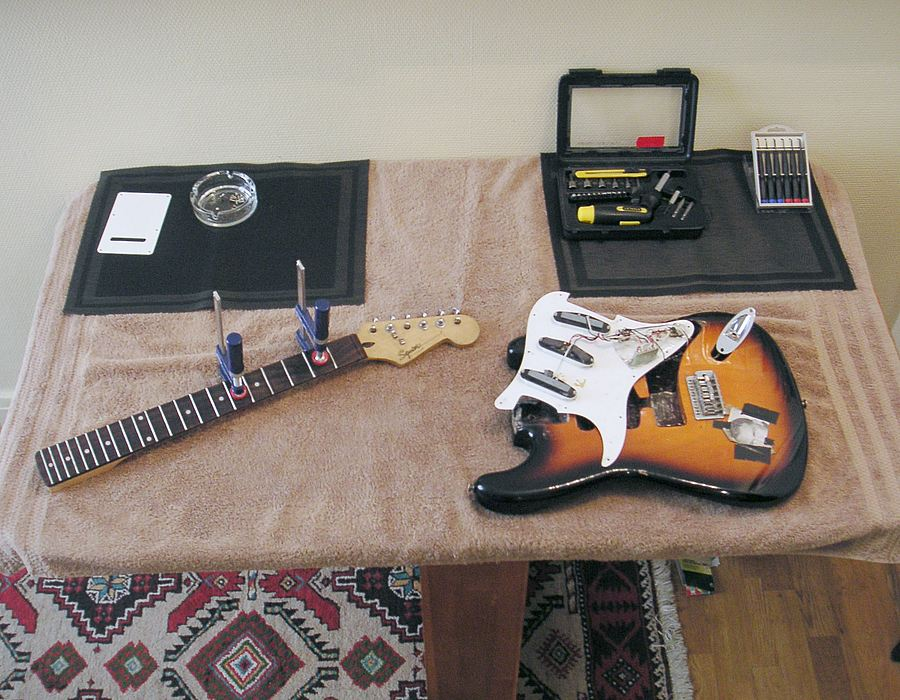 Strat in pieces
